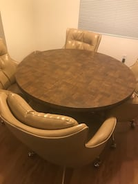 Vintage round table and 4 chairs