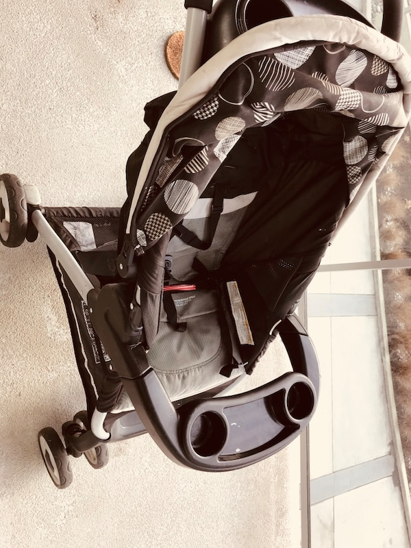 Graco stroller . Very good condition . 7154af2a-1fd0-44b1-a999-1af513237cd6