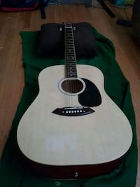 Light wood and velvet acoustic guitar 796 km