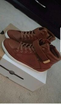 Brown fashion sneakers size 6.5 Mississauga, L5M 8B6