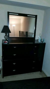 2 piece dresser and mirror Dale City, 22193