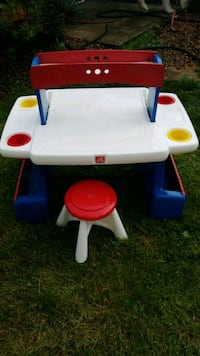Kids Art table with 2 Chairs Youngstown, 44514