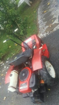 red and black ride on mower Inwood, 25428