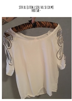 women's whit and black scoop neck long sleeve shirt