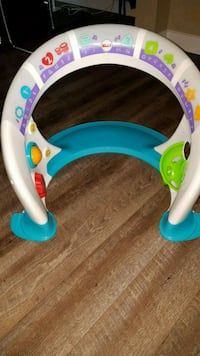 Fisher Price Activity Center/In perfect condition