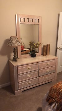 Brown wooden dresser with mirror La Vergne, 37086