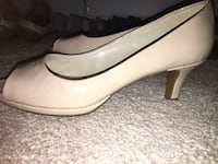 Taupe patent leather heels size 7w Glenwood, 21738