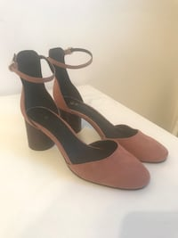 Size 8 women's shoe London, N5V 2L8