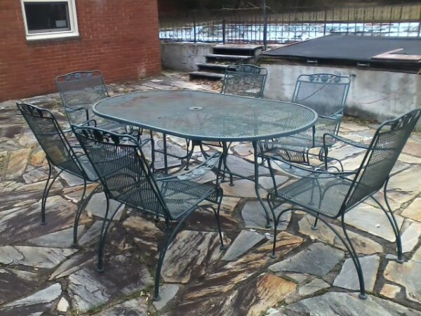 Patio Set in Green