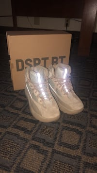 Yeezy Boots size 9