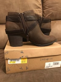 pair of gray suede booties Houma, 70364