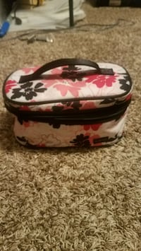 Makeup Bags & Containers