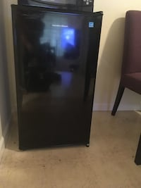 Black single-door mini refrigerator Richmond, V7A 4E6