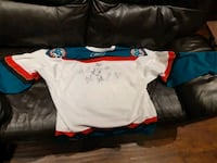Official Rockets Jersey, signed by whole team Kelowna, V1Y 5Y2