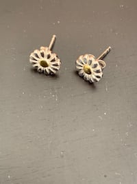 Blue Nile 7mm sterling Silver and Gold Daisy Earring Toronto, M3C
