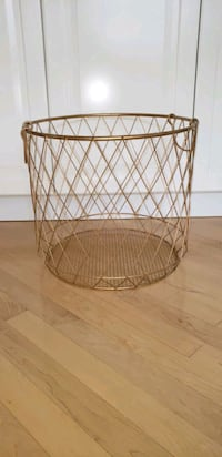 Metal storage basket Calgary, T3E 2R9
