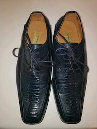 Navy blue men's alligator lace up dress shoe