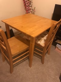 Dining table with 2 chairs Cambridge, 02138