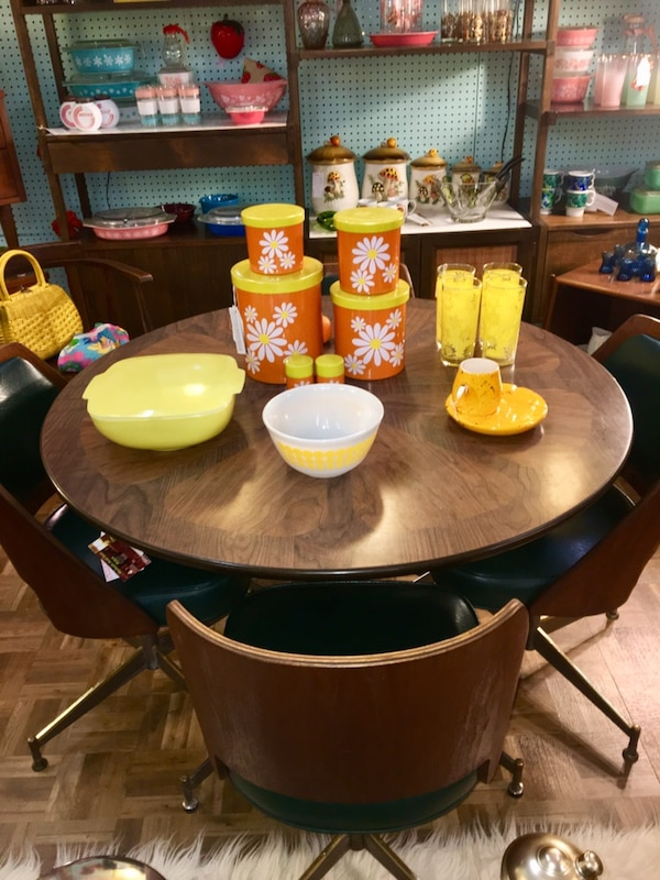 Mid Century Modern Walter Of Wabash Orange Slice Table With Chairs