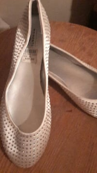 pair of grey leather flats Columbus, 43211