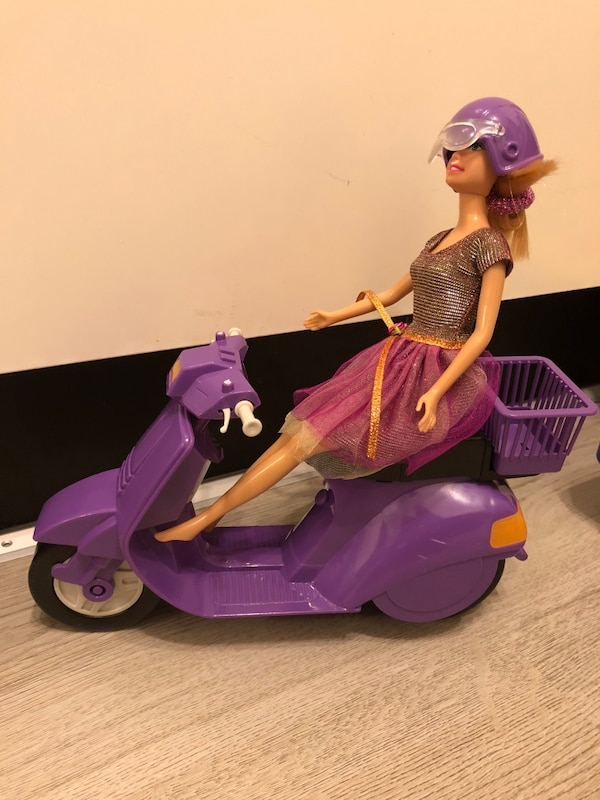 Barbie med vespa
