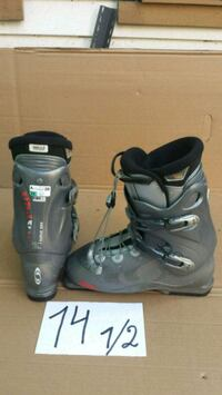 pair of gray-and-black snowboard boots Dollard-des-Ormeaux, H9B 2P5