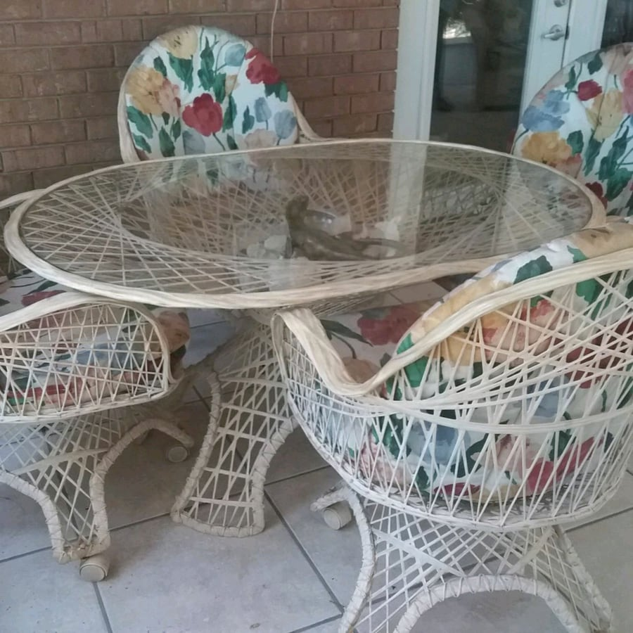 Russell Woodard Vintage Table & Chairs