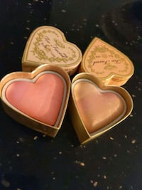 Too faced blush  Lancaster, 93535