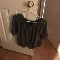 Women's top (off the shoulder...green..size small) Vaughan, L6A 1E8