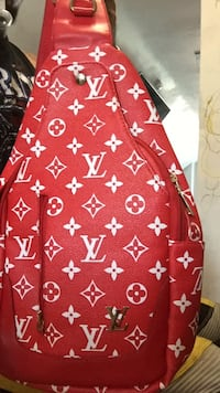 red and white Louis Vuitton leather bag Welland, L3C