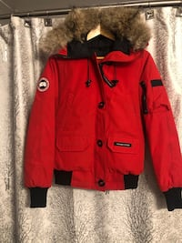 Canada Goose - Red Women's Chilliwack Bomber (size SMALL) Mississauga, L5A 1B9