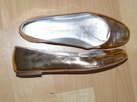 Tapeet Vicini Italy, Ladies size 38 1/2  (7-7 1/2), made in Italy- $60 Mississauga