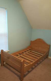 Twin sized wooden bed  Ringgold, 30736