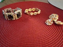 Sarah Coventry collectable jewelry--607 pieces