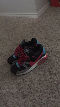 Pair of black-and-red nike running shoes Pflugerville, 78664