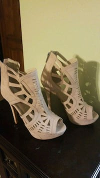 pair of white leather open-toe strappy heels Pleasant Grove, 35127