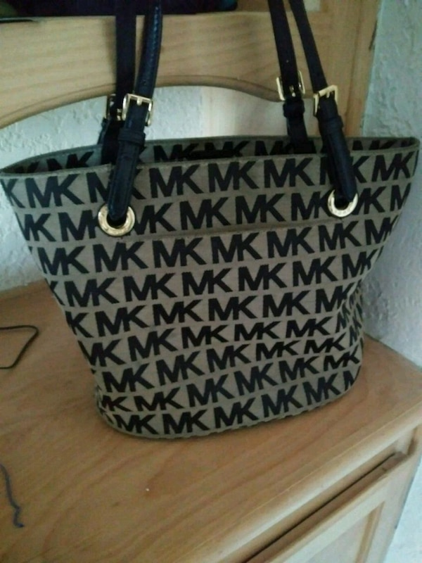 d7a4a8dc1310 Used Michael kors purse for sale in Ballinger - letgo