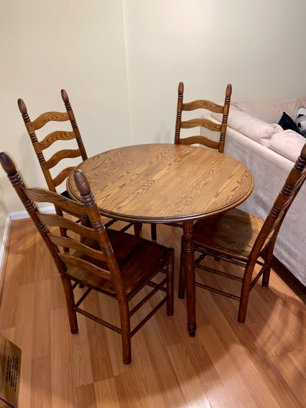 Dining Table and 4 Chairs bab7771b-50ac-4a99-a309-1fd54e92f67b