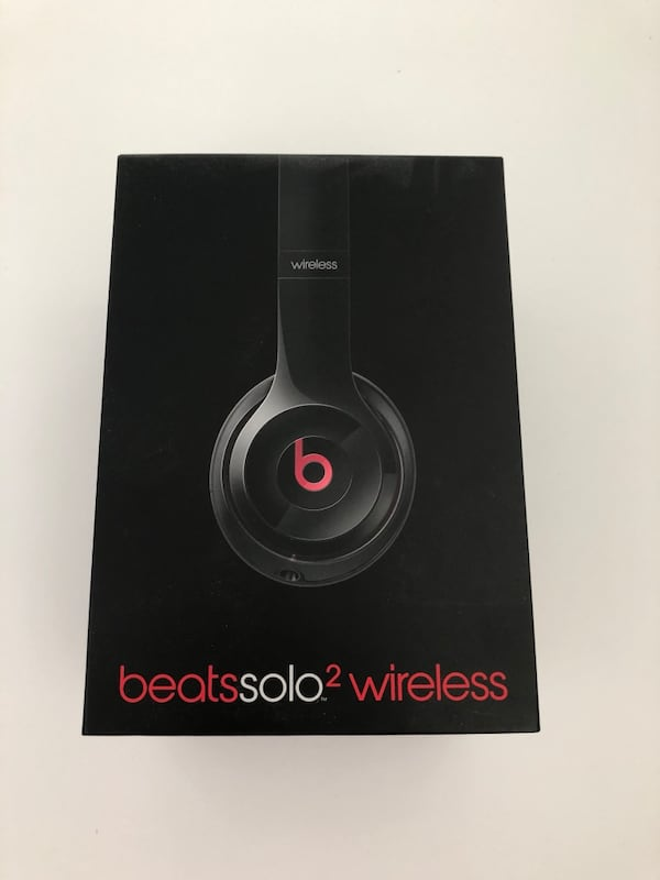 Black and red beats solo 2 wireless.little separation on the side, 74b5fafe-eba2-4676-89ad-3af51880c736