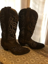 pair of brown leather cowboy boots Weslaco, 78596