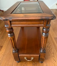 Side coffee table-pending pickup  Addison, 60101