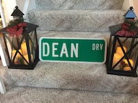 Street sign that says dean drive