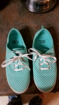 Girls size 4 shoes