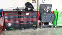 black and red tool cabinet 568 mi