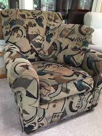 Accent chair with pillow (good condition) Annandale, 22003