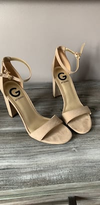 Nude suede pumps  Oshawa, L1H 7T5