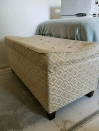 Padded Tufted Bench Mesa, 85207