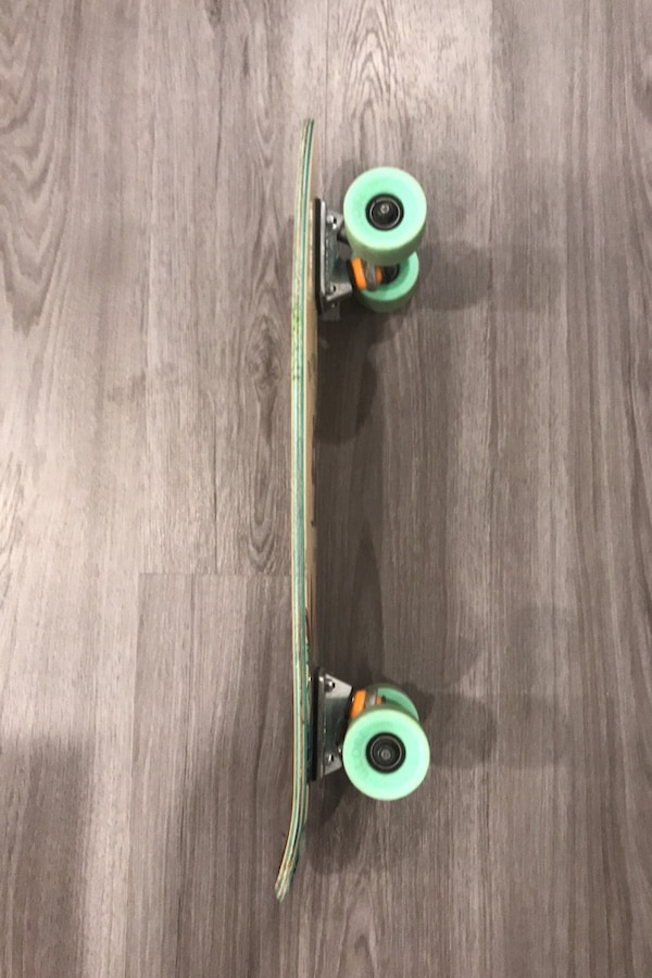 Skateboard (mini) bad0c070-ad3e-4718-b41f-5c19fc4bee8a