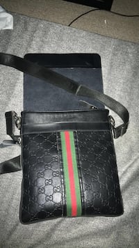 Gucci shoulder bag Kelowna, V1X 6B6