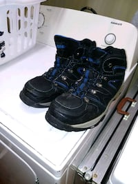 pair of black-and-blue sneakers Columbiana, 35051